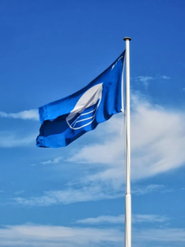 Blue flag flying at an Isle of Wight beach