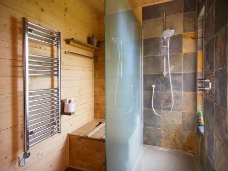 Shower at wootton treehouse